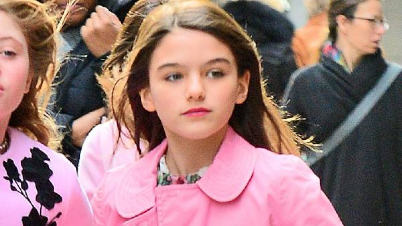 Suri Cruise Wiki Tom Cruise And Katie Holmes Daughter Age Biography Family Net Worth