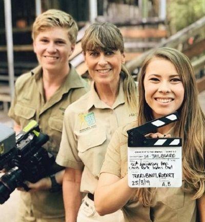 Robert Irwin with his sister Bindi and mother Terri Irwin