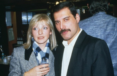 freddie-mercury-with-his-friend-mary-austin