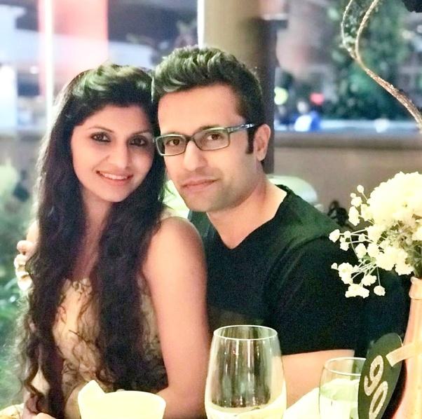 Sandeep Maheshwari with wife