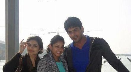 Siddharth-Shukla-with-his-sisters