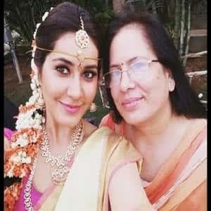 Tollywood-Actress-Rashi-Khanna-Family