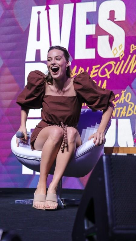Margot Robbie feet and legs