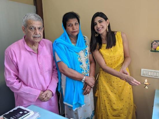 Aahana Kumra Parents