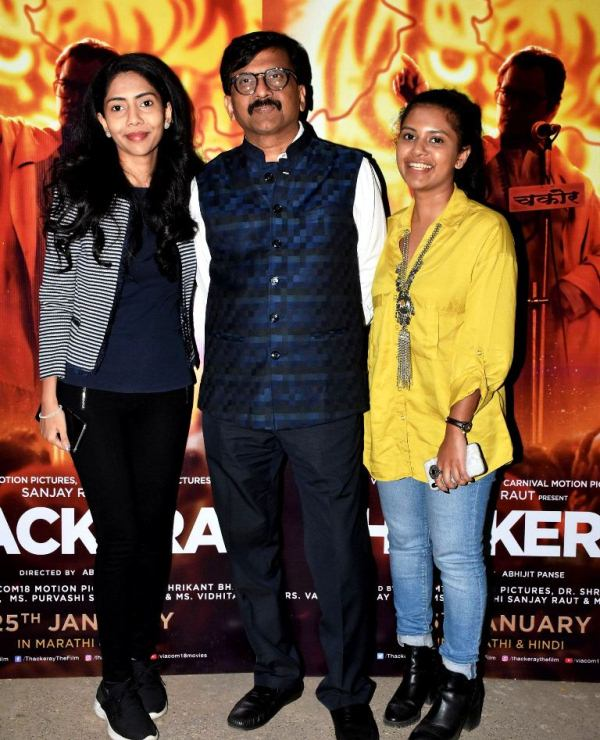 Sanjay-Raut-with-his-daughters-Vidhita-Raut-right-and-Purvashi-Raut-left